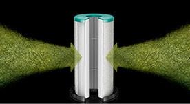 Privire detaliată a filtrului HEPA care captează aer murdar.
