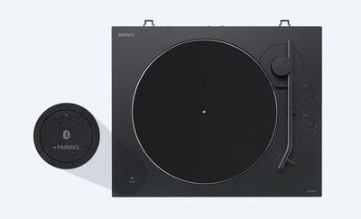 Vedere superioară a gramofonului cu butonul de asociere pri BLUETOOTH® în prim-plan